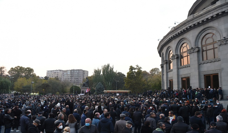 Protesters of 17 opposition parties demand RA PM Nikol Pashinyan's resignation and present the assessment of the situation and the roadmap for further actions on Freedom Square of Yerevan, Armenia